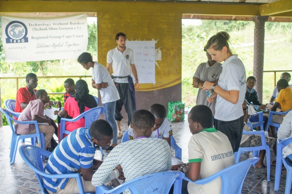 Volunteers from Anopa Project teaching Participants